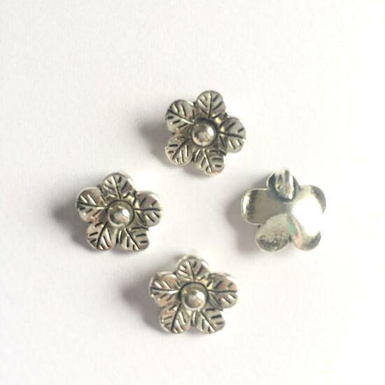 Virág alakú medál- Antik ezüst színben
