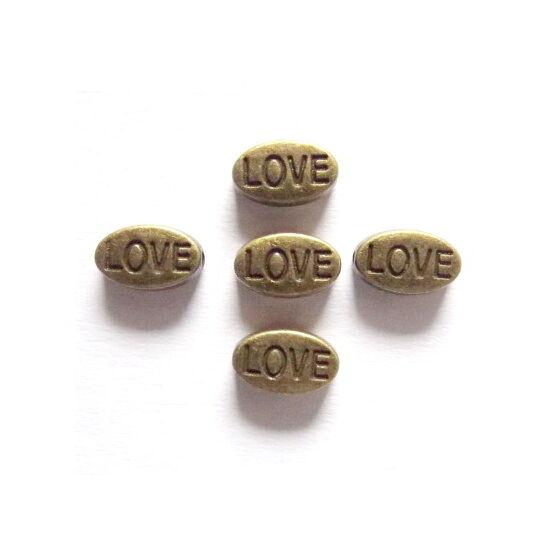 LOVE feliratú, ovális köztes gyöngy, sárgaréz színben