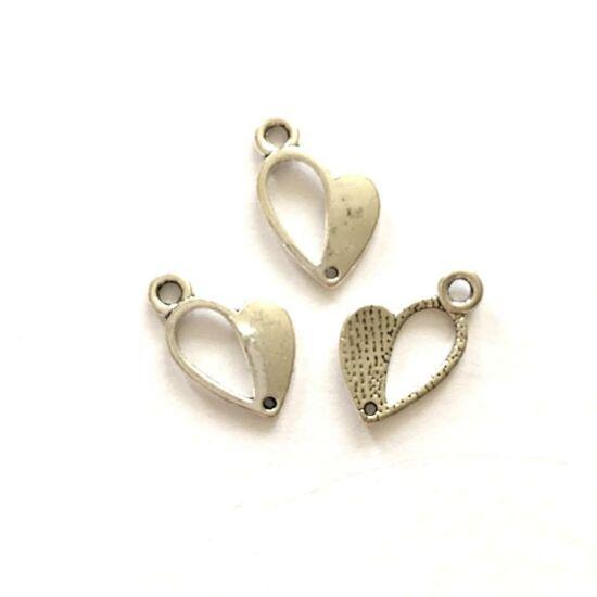 Szív medál,  félig lyukas, antik ezüst színben