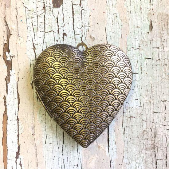 Medál- Nyitható szív medál- sárgaréz színben- Nikkelmentes!