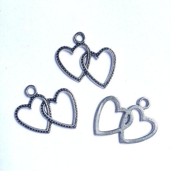 Medál - Dupla szív alakú - antik ezüst színben