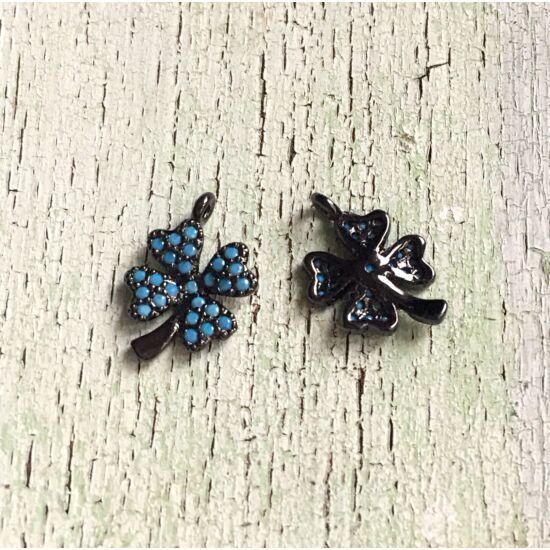 Medál- lóhere alakú- fekete alapon kék cirkon kő díszítéssel