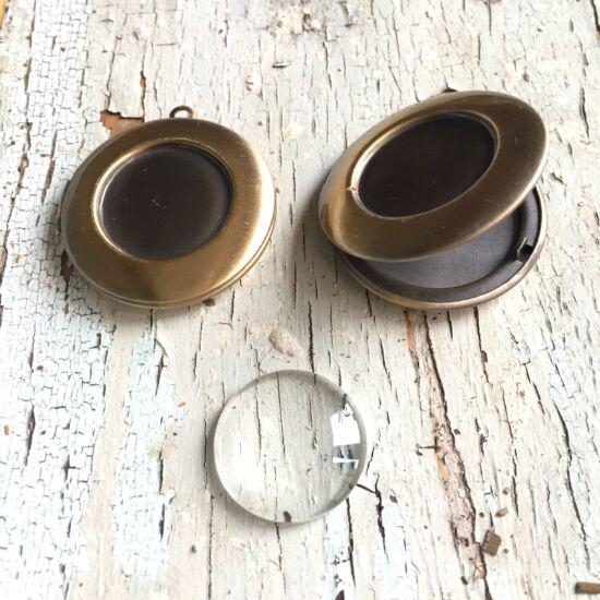 Medál- Lencsés, fényképes, kinyitható- antik sárgaréz színű lencsés alapp+ lencse