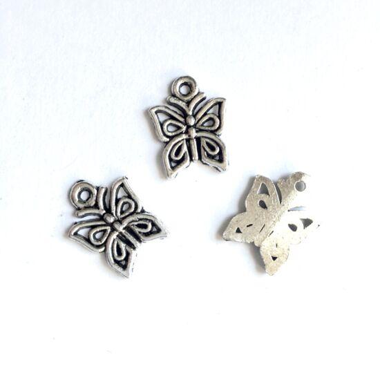 Medál- Pillangó alakú- antik ezüst színben