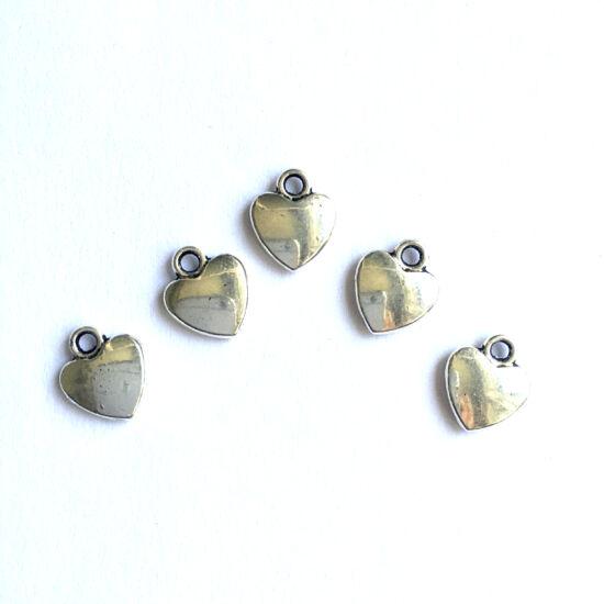 Medál - Szív alakú medál - antik ezüst színben