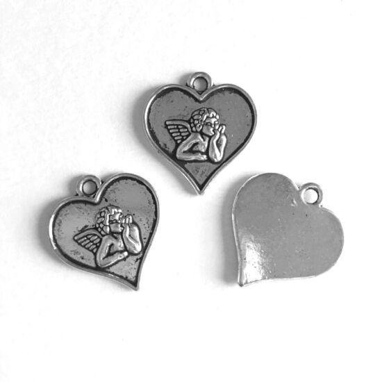 Medál- Angyal- szív formában- antik ezüst színben