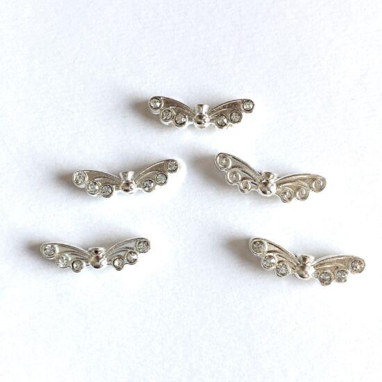 Medál - angyalszárny, kristály strasszokkal díszítve, ezüst színben