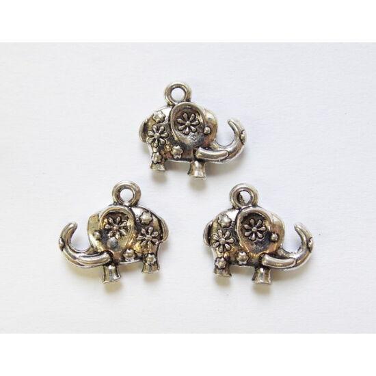 Antik ezüst színű elefánt alakú medál, virág díszítéssel